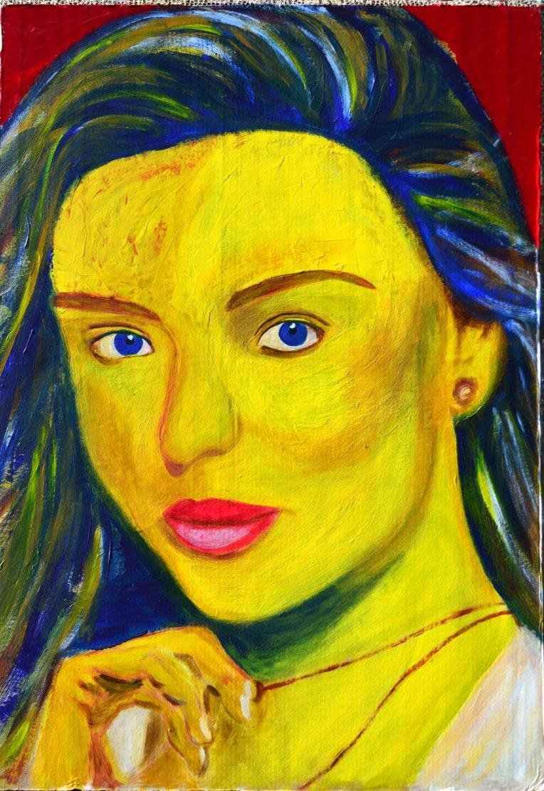 yren-femme-jaune